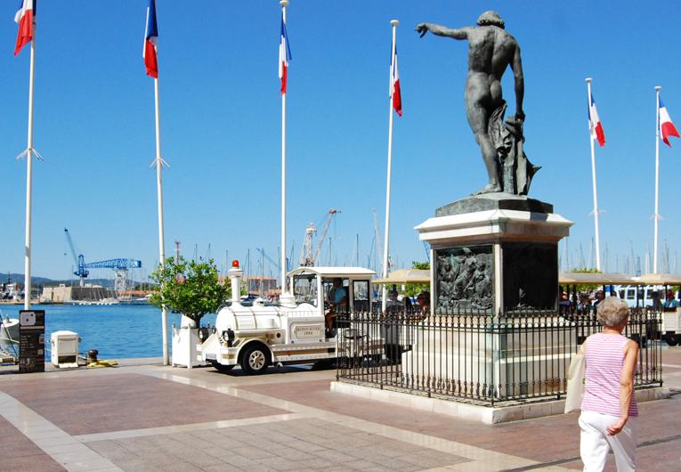Toulon : statue de Cuverville et le petit train
