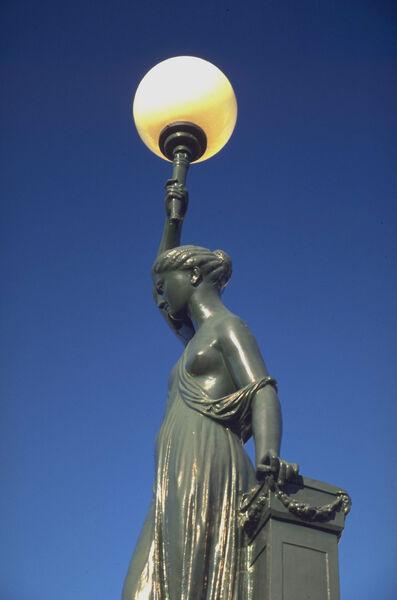 Ma fontaine – La dame au flambeau – visite guidée enfant et atelier à Hyères - 2