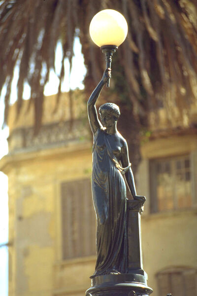 Ma fontaine – La dame au flambeau – visite guidée enfant et atelier à Hyères - 0