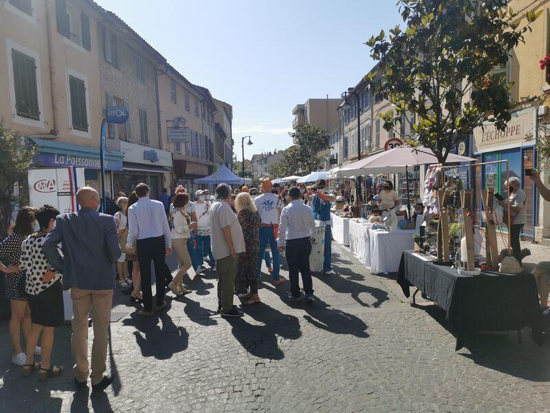 Rue des commerçants et des artisans à Six-Fours-les-Plages - 0