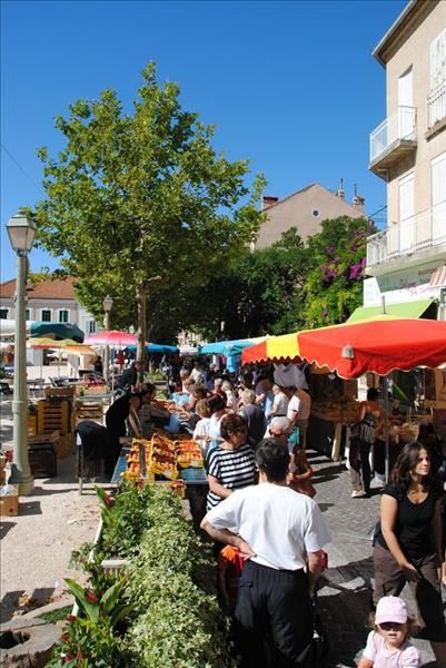 Market in  Carqueiranne à Carqueiranne - 2