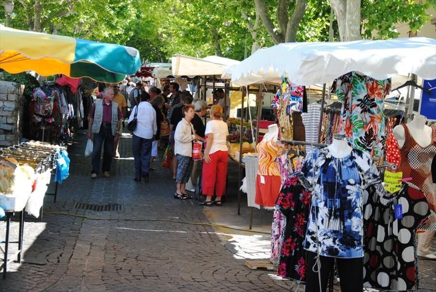 Market in  Carqueiranne à Carqueiranne - 0