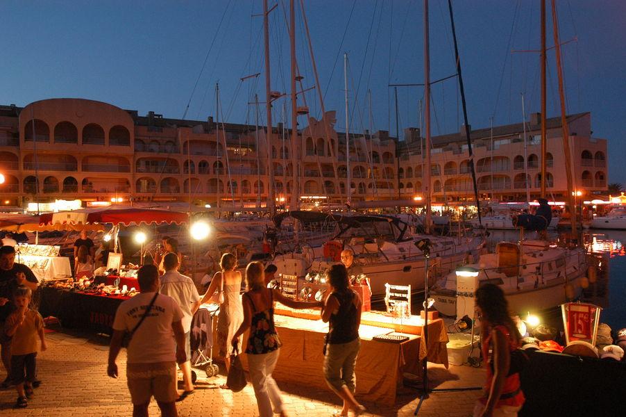 Nuitées estivales du port à Hyères - 0
