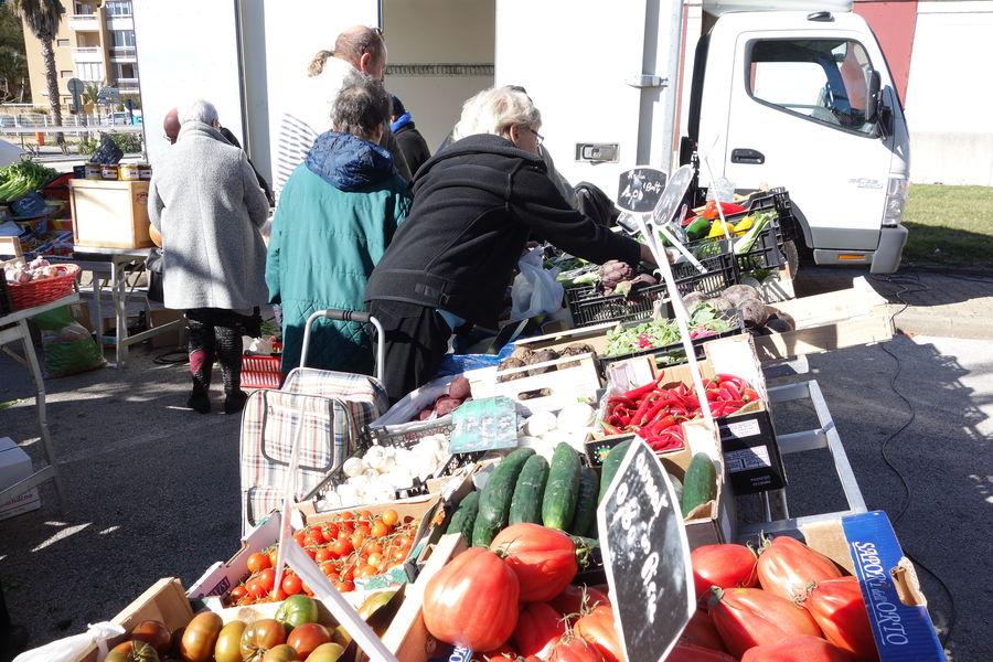 The port Market à Hyères - 1