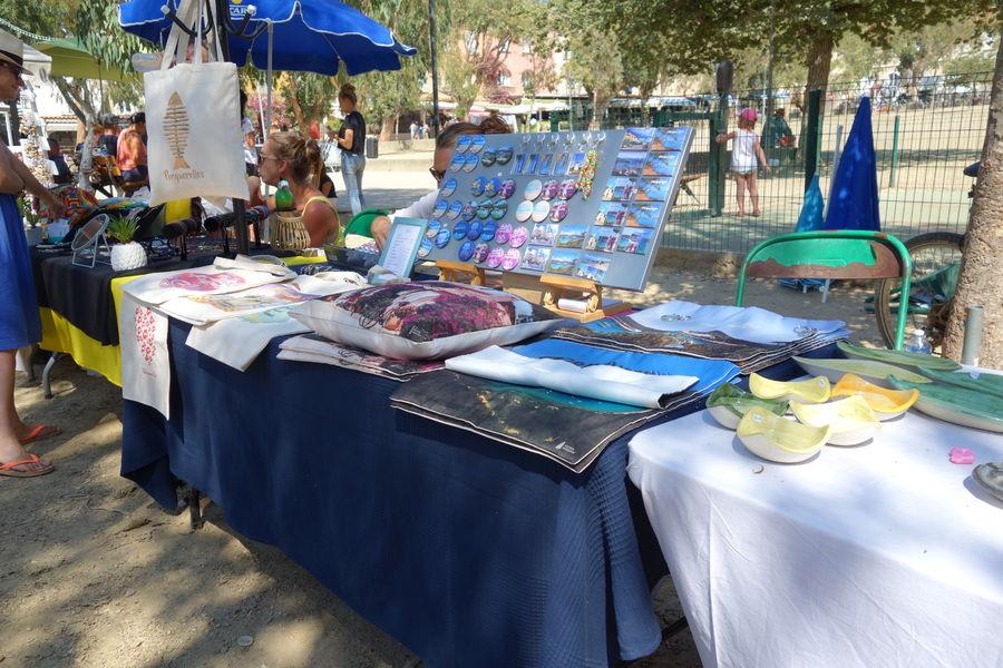 Artisanal Market in Porquerolles à Hyères - 4