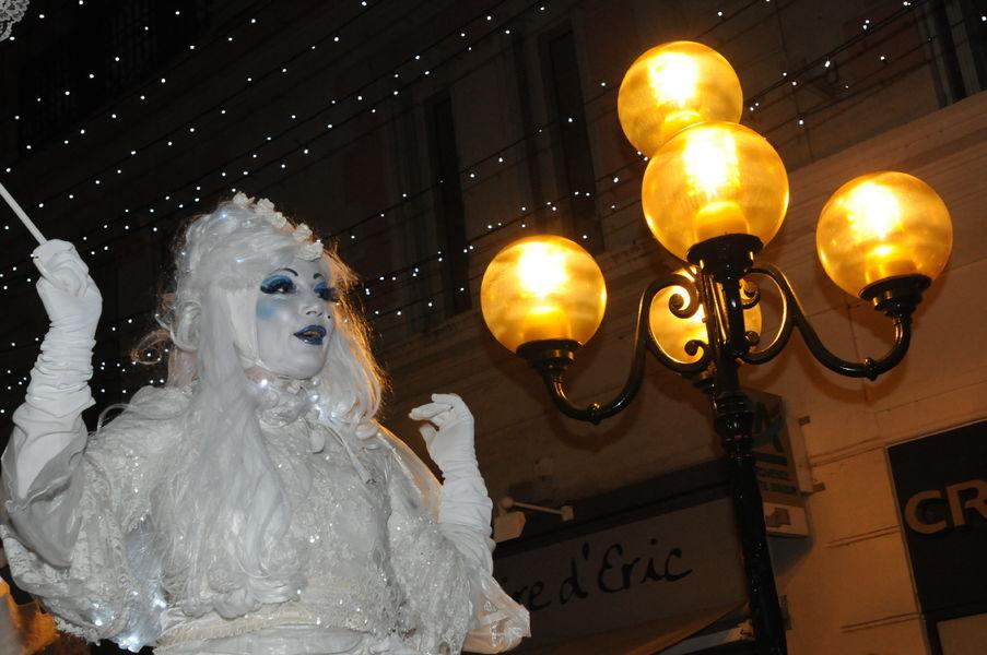 Grande parade et arrivée du Père Noël à Hyères - 4