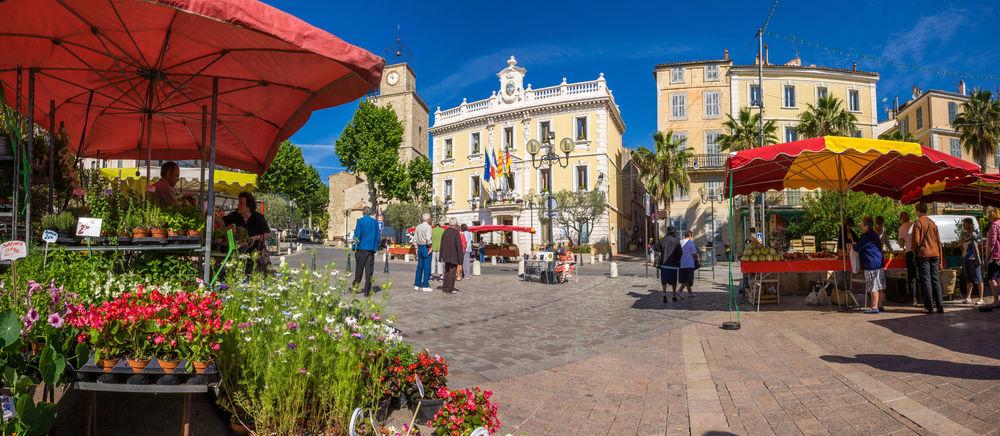 Provençal and fairground market à Ollioules - 0