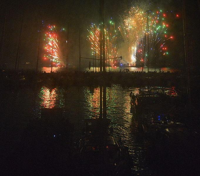 Fireworks in Hyeres' port à Hyères - 0