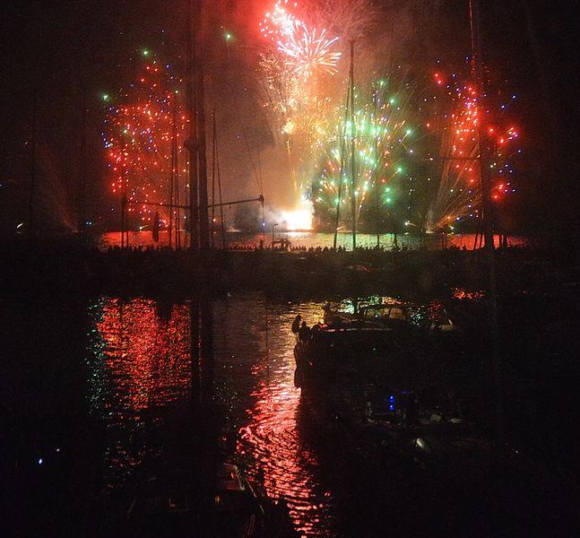 Fireworks in Hyeres' port à Hyères - 1