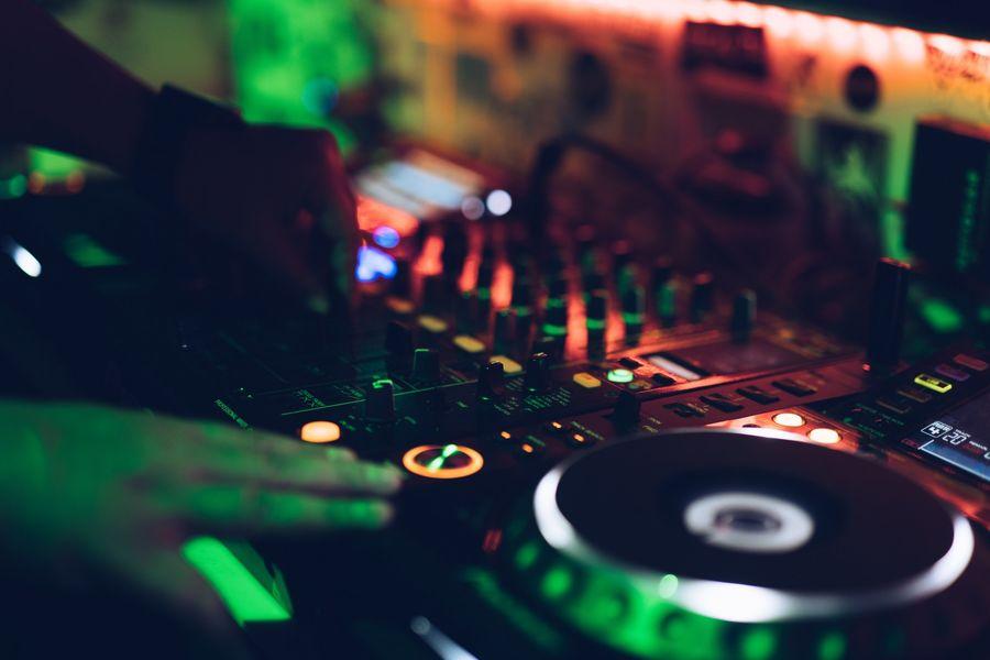 Concert DJ Aurel à Hyères - 0