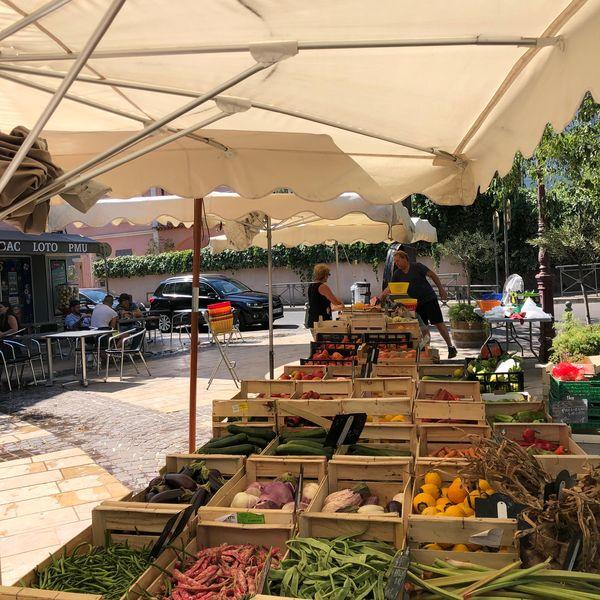 La Moutonne market à La Crau - 19