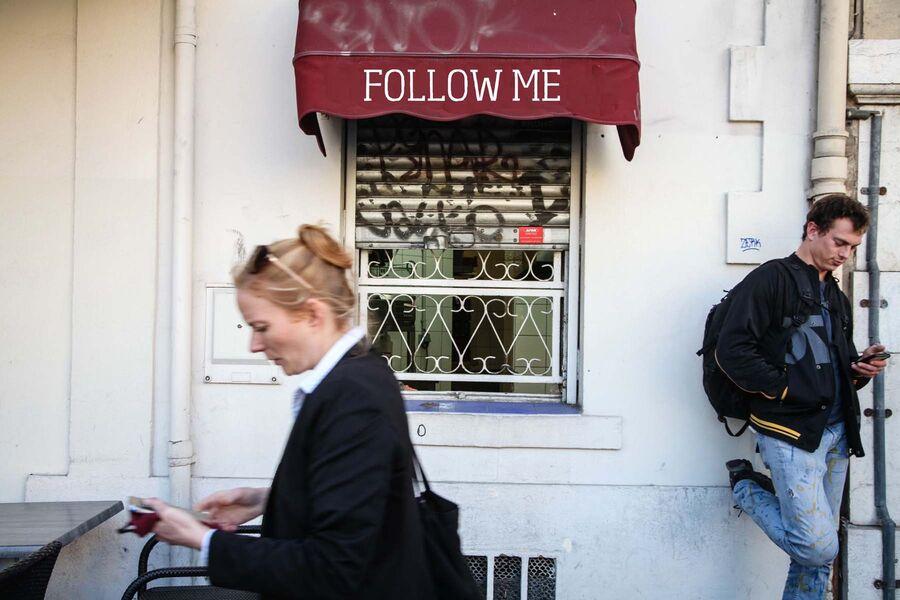 """Regards sur rue: """"Follow me"""" theatre by the Queen Mother Company à La Seyne-sur-Mer - 0"""