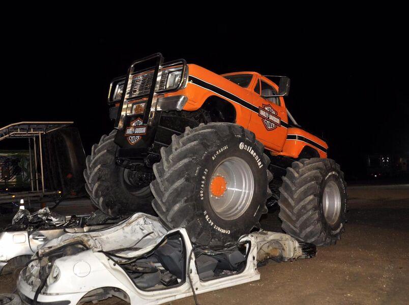 Les Cascadeurs Monster Show mécanique à Hyères - 2
