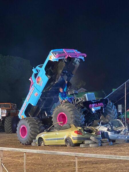 Les Cascadeurs Monster Show mécanique à Hyères - 1