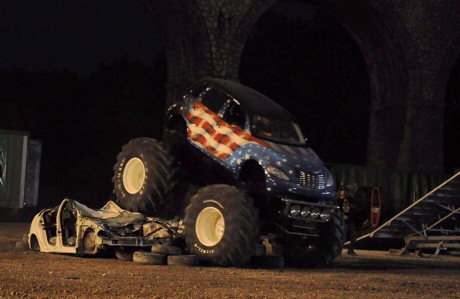 Les Cascadeurs Monster Show mécanique à Hyères - 5