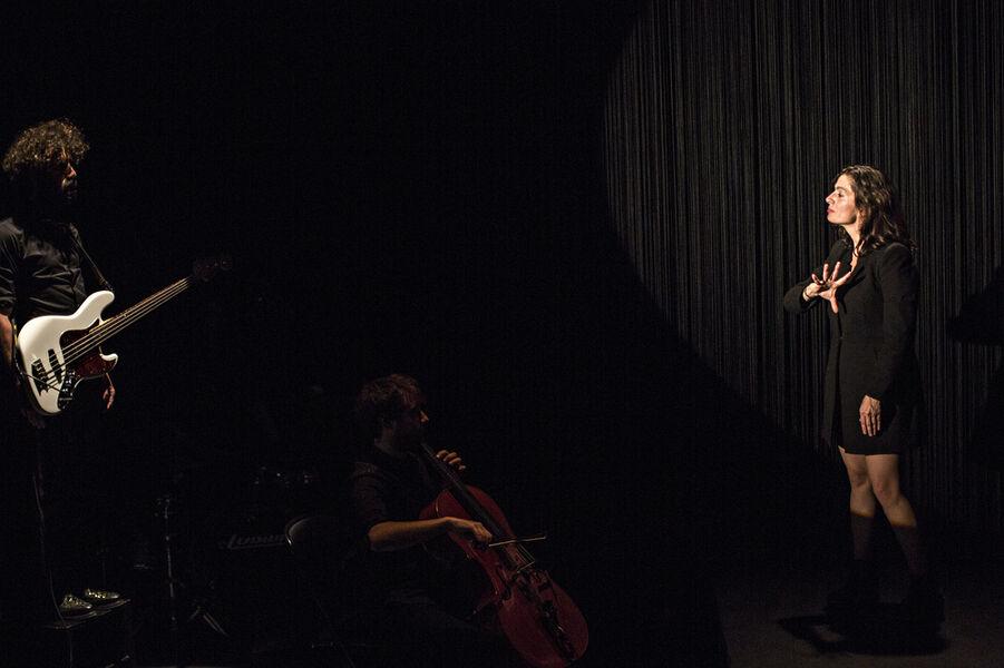 """Visual theatre """"Dévaste-moi"""" by Johanny Bert à Ollioules - 3"""