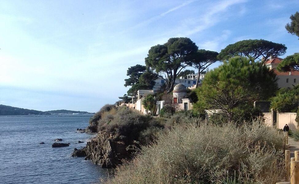 Entre plage et colline, balade de la Tour Royale au port Saint-Louis – Visite guidée à Toulon - 1