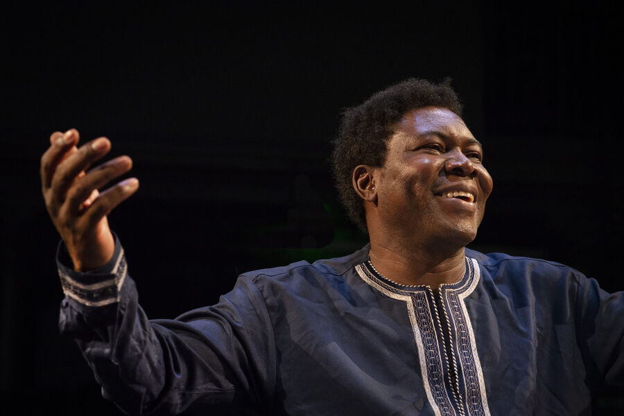 """Theatre """"Traces _ Speech to the African Nations"""" by Etienne Minoungou à Ollioules - 0"""