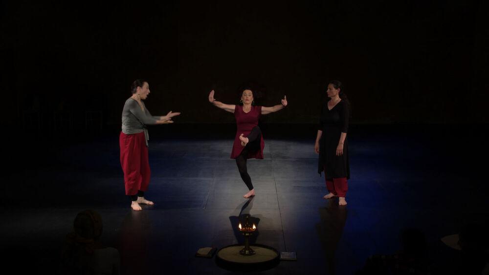 """Théâtre: """" Le chant du pied – Voyage en Kathakalie"""" de Kathakali girls à Ollioules - 0"""